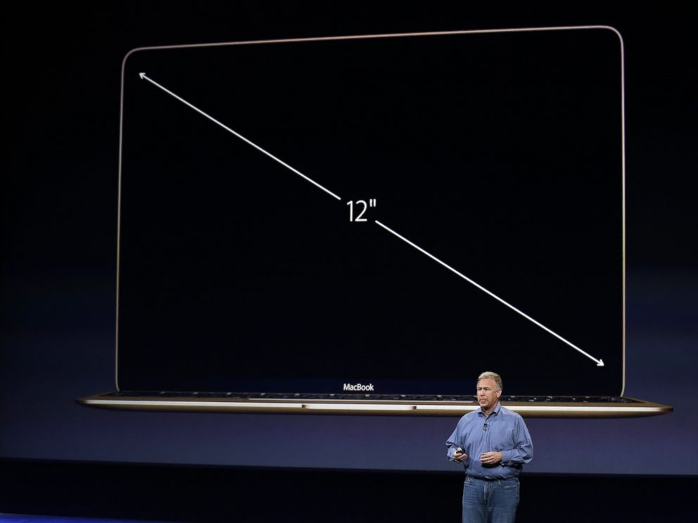 PHOTO: Phil Schiller talks about the screen of the new Apple MacBook