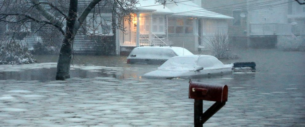 PHOTO: Water floods a street on the coast in Scituate, Mass., Jan. 27, 2015.