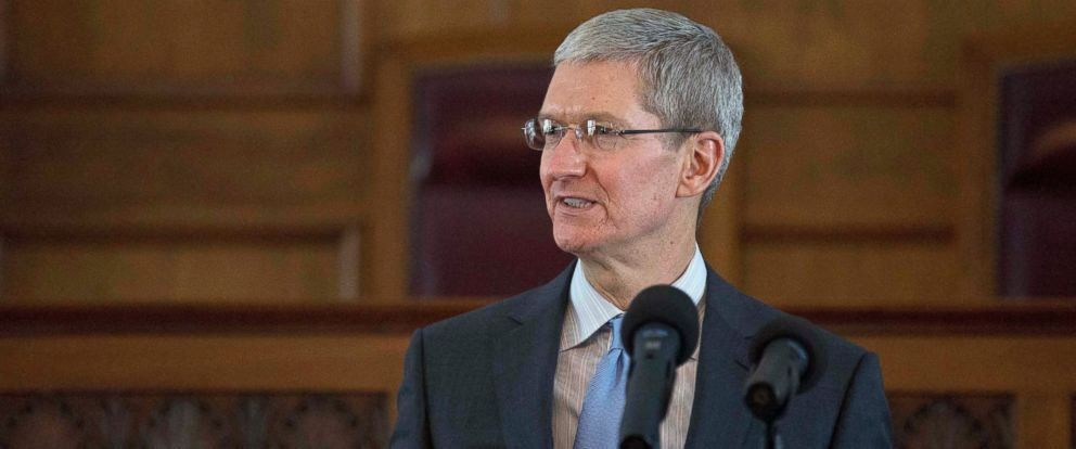 PHOTO: Apple chief executive and Alabama native Tim Cook speaks during an Alabama Academy of Honor ceremony at the state Capitol, Oct. 27, 2014, in Montgomery, Ala.