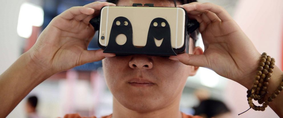 PHOTO: A visitor tries on a device which can transform movies played on mobile phones into 3D movies during the first Consumer Electronics Show (CES) in Shanghai, May 26, 2015.