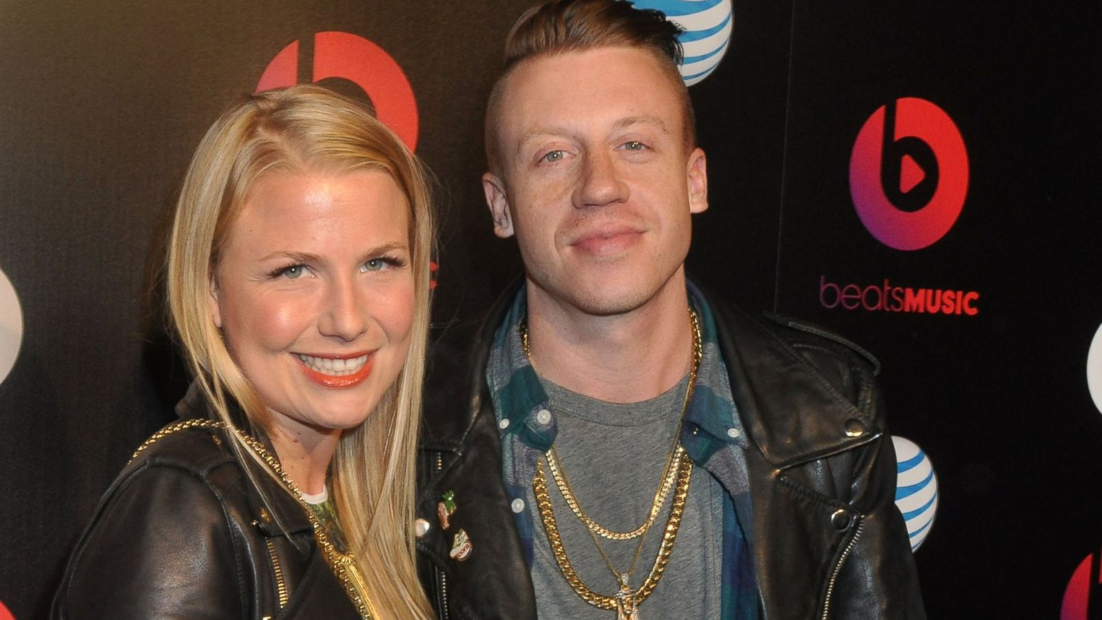 watch rapper macklemore announce he's going to be a dad - abc news