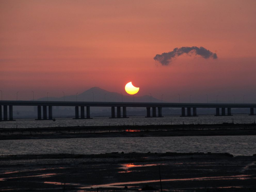 PHOTO: A partial annular solar eclipse is seen from the coast of Xiamen, China, May 21, 2012.