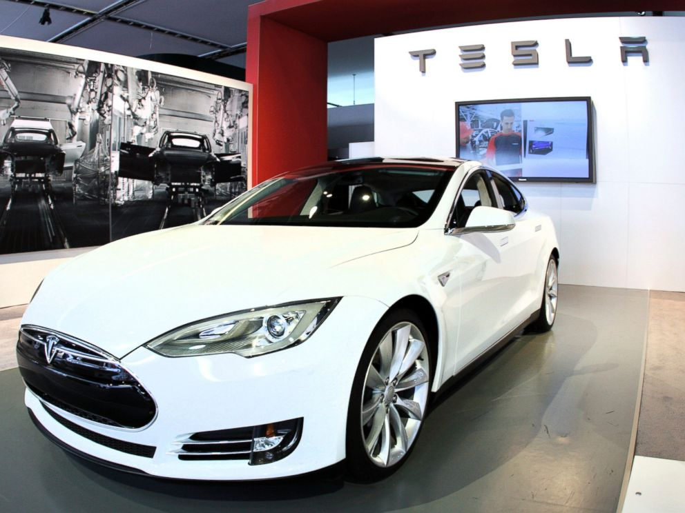 PHOTO: The Tesla Model S Signature is shown during a media preview day at the 2012 North American International Auto Show, Jan. 10, 2012, in Detroit, Michigan.