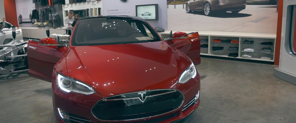PHOTO: Tesla showroom is seen at Park Meadows Mall, March 31, 2016, in Centennial, Colo.