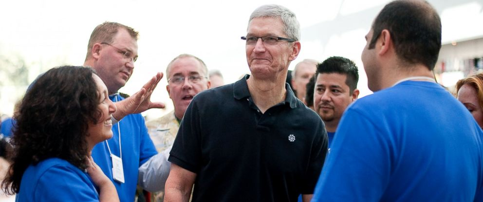 PHOTO: In this handout image provided by Apple, Apple store employees greet CEO Tim Cook at the new Apple Store in this Oct. 27, 2012, file photo in Palo Alto, Calif.