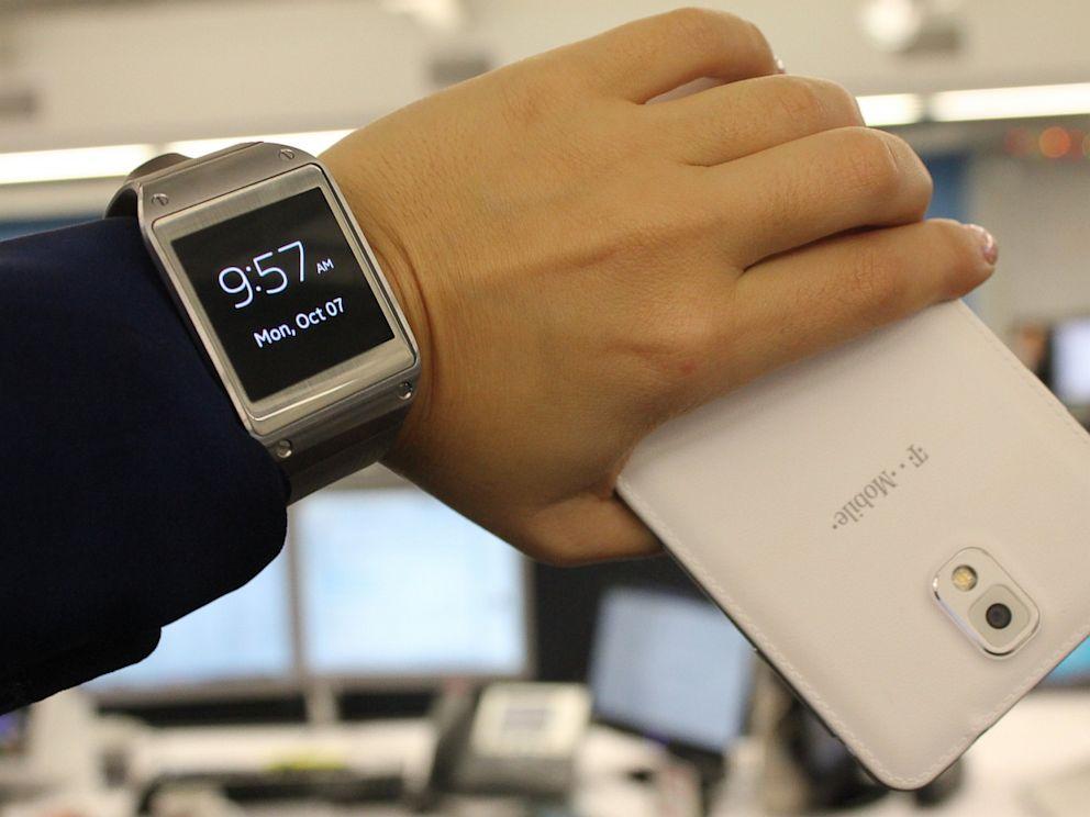 PHOTO: galaxy gear smartwatch