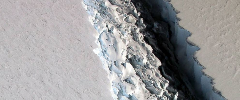 PHOTO: Scientists on NASAs IceBridge mission photographed an oblique view of a massive rift in the Antarctic Peninsulas Larsen C ice shelf on Nov. 10, 2016.