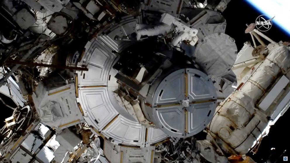 Κράνος πρόβλημα απεργίες 2η γυναικεία διαστημικό περίπατο