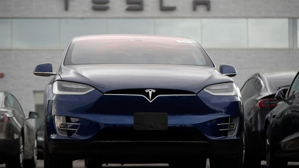 Tesla's stock soars after company posts surprising 3Q profit thumbnail