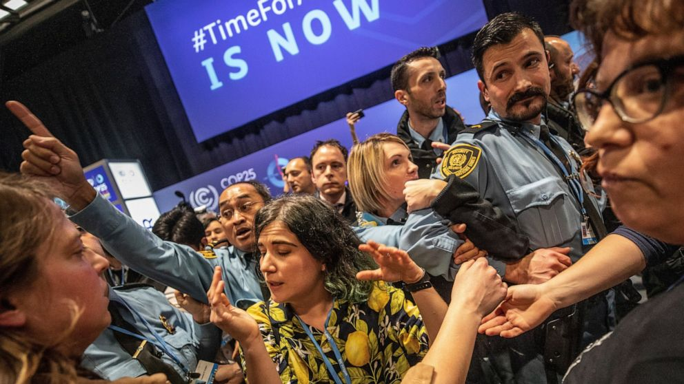 Observers allowed back into UN climate talks after protest