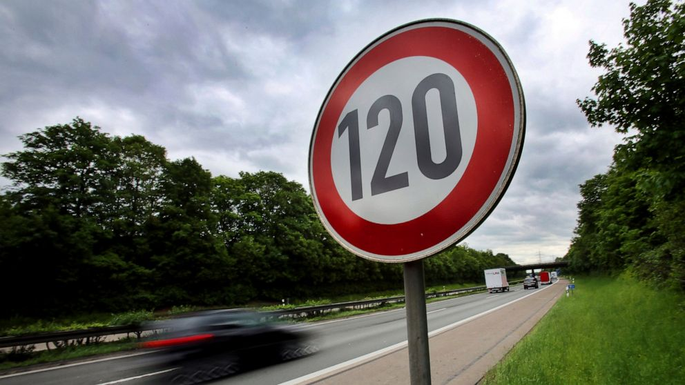 Automatic speed limits planned for all new cars