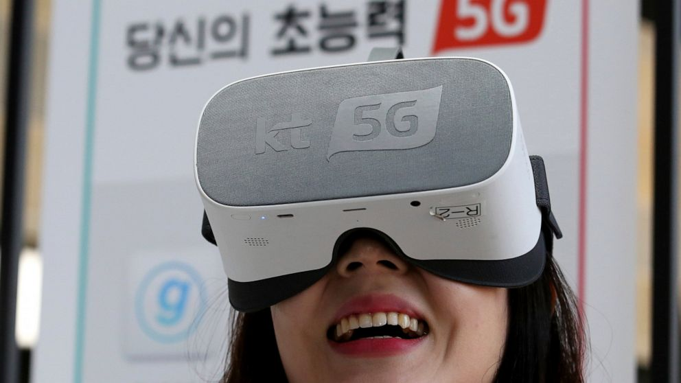S Korea launches 5G networks early to secure world first