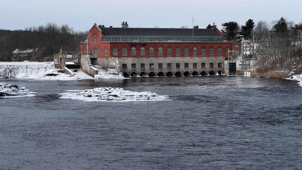 """In this Saturday, Jan. 19, 2019 photo, the Brookfield Renewable hydroelectric facility stands at the Milford Dam on the Penobscot River in Milford, Maine. A plan to test the use of a new technology to help endangered Atlantic salmon has been abandoned, at least for now. Brookfield spokesman Andy Davis said the project's architects discovered a """"significant risk"""" to species other than salmon, such as river herring. (AP Photo/Robert F. Bukaty)"""