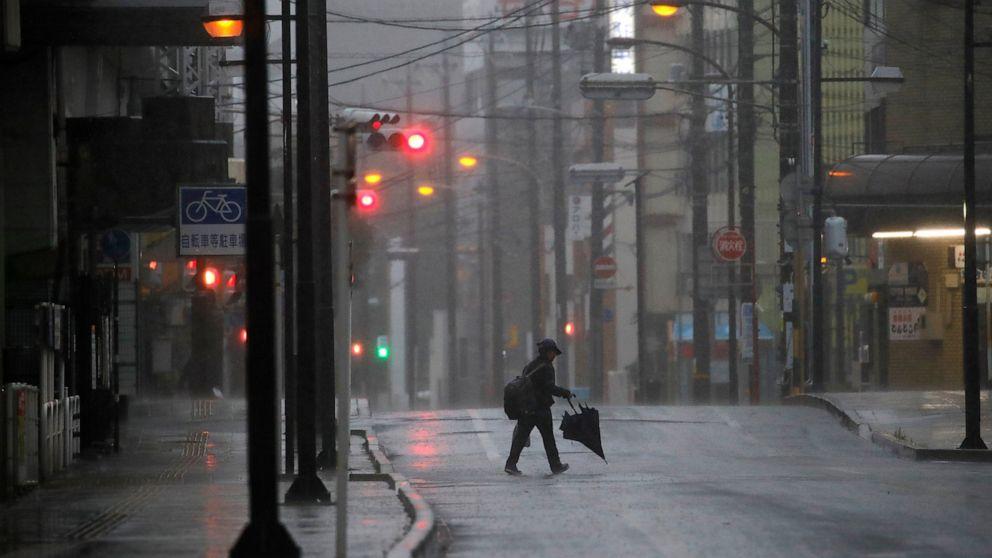 Tokio heruntergefahren, als mächtige Taifun Wimpern Japan