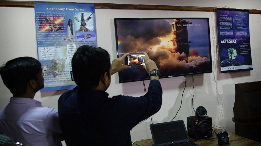India launches moon mission a week after it was aborted thumbnail