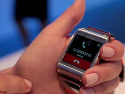 VIDEO: Samsungs new smartwatch lets you make calls and get alerts right on your wrist.