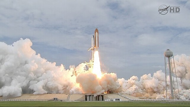 VIDEO: NASA sends shuttle to space for the last time after a 30-year legacy.