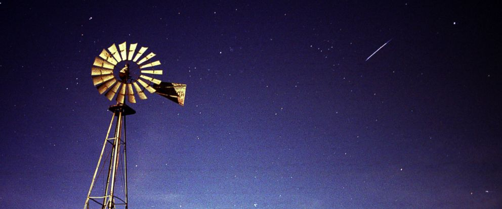 PHOTO: A long-exposure photograph shows a full moon illuminating a windmill north of Lincoln, Neb. while a meteor pierces the night sky during the Leonid meteor shower early Nov. 19, 2002.