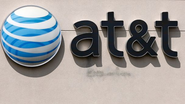 FCC says it will investigate AT&T wireless 911 outage