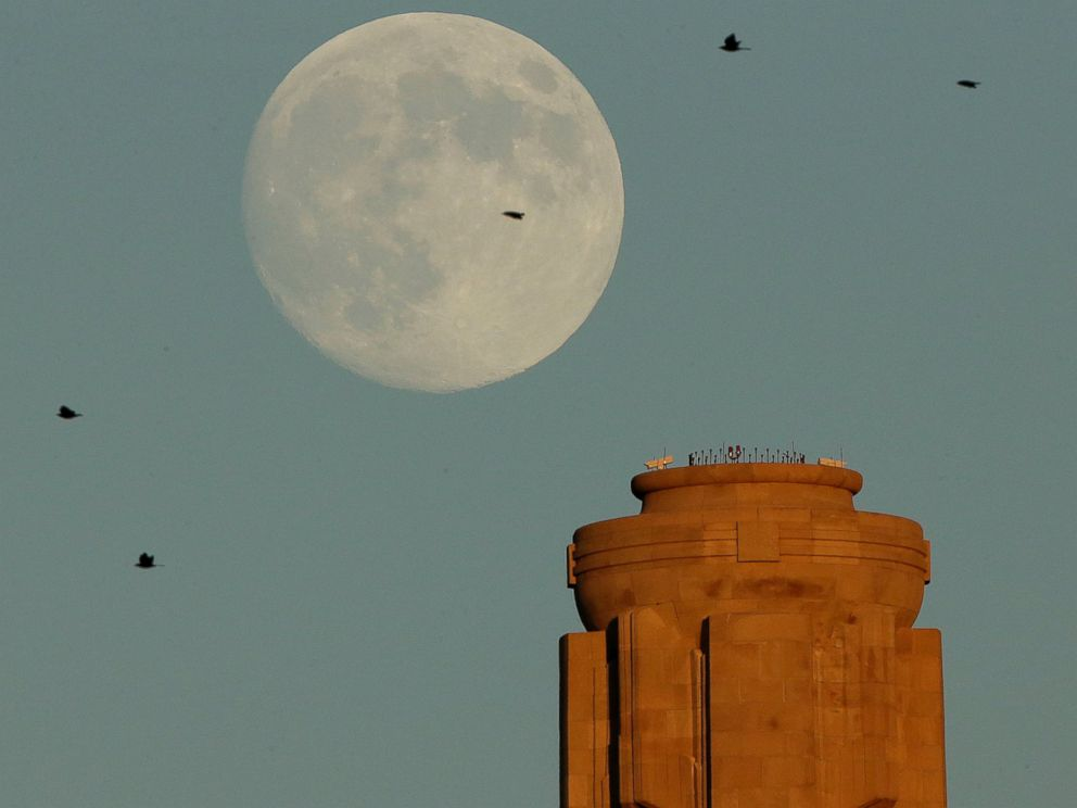 PHOTO: The waxing moon rises beyond the the tower at the Liberty Memorial on Sept. 7, 2014 in Kansas City, Mo.