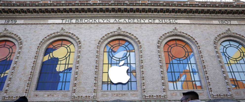 PHOTO: Outside of the Howard Gilman Opera House at the Brooklyn Academy of Music before the start of an Apple event in Brooklyn, Oct. 30, 2018.