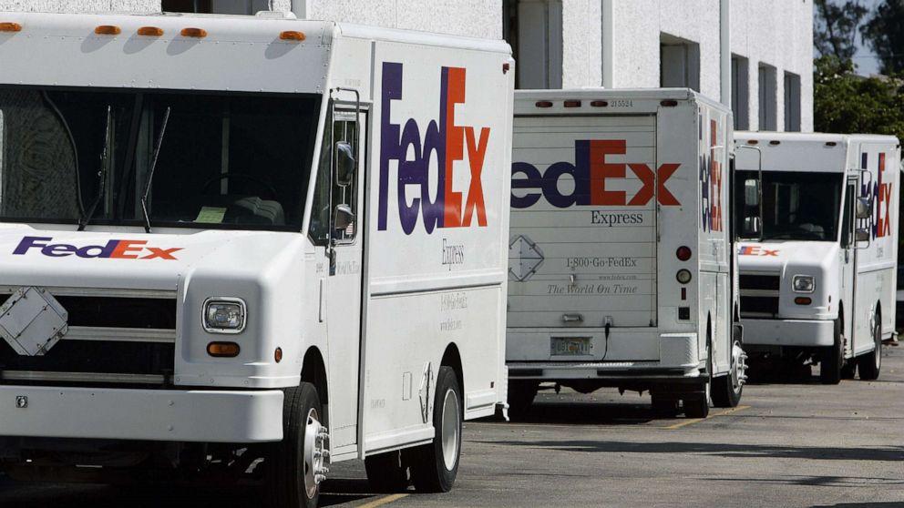 fedex-trucks-fty-rc-200122_hpMain_16x9_9