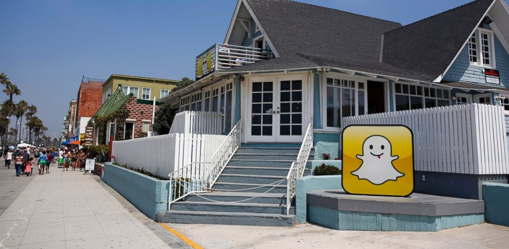 PHOTO: The Snapchat Inc. logo stands outside the companys headquarters on the strand at Venice Beach in Los Angeles, California, U.S., on Aug. 14, 2013.