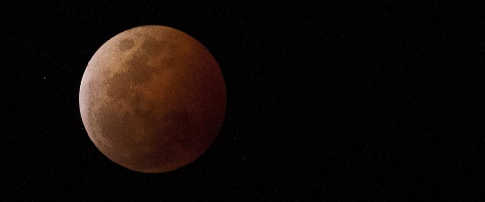 PHOTO: A blood red moon lights up the sky during a total lunar eclipse on Oct. 8, 2014 in Townsville, Australia.