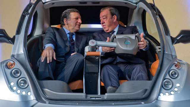 PHOTO: EU commission president Jose Manuel Barroso and Jesus Echave, chairman of the Hiriko-Afypaida corporate consortium, sit in the first prototype of the Hiriko electric car, during the global launch of Hiriko driving mobility at the EU commission head