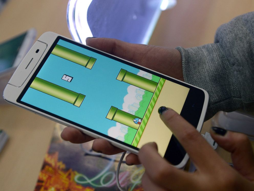 PHOTO: An employee plays the game Flappy Bird at a smartphone store in Hanoi on Feb. 10, 2014.