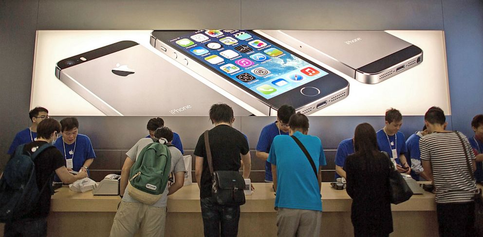 PHOTO: Staff help customers with the new iPhone 5s and iPhone 5C
