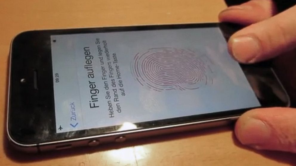 does iphone 5s have fingerprint iphone 5s touch id by bug abc news 1306