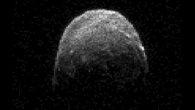PHOTO: Radar image of asteroid 2005 YU55, which NASA said was passing within about 200,000 miles of Earth.