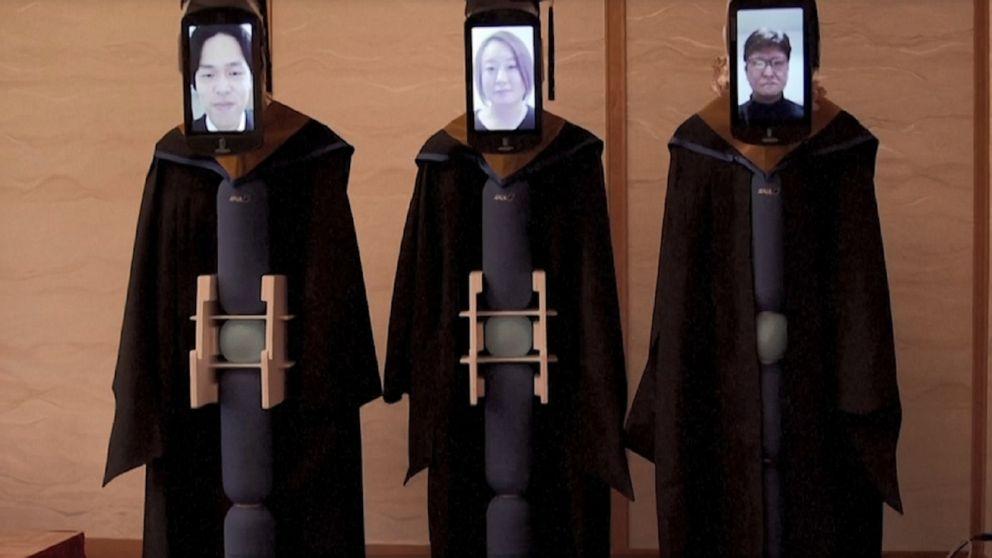 University in Tokyo holds graduation ceremony using avatar robots