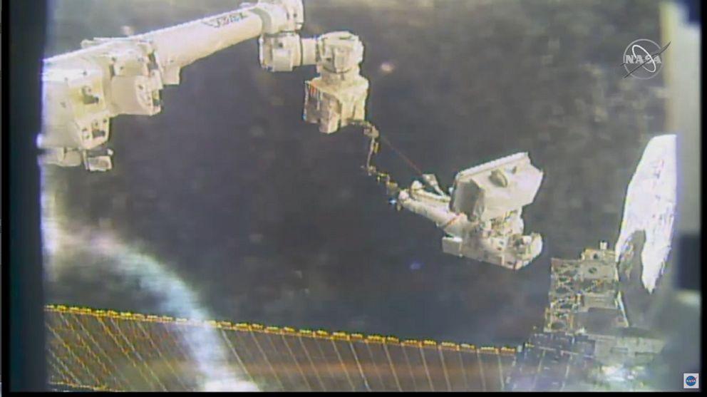 Parmitano spacewalk over - English