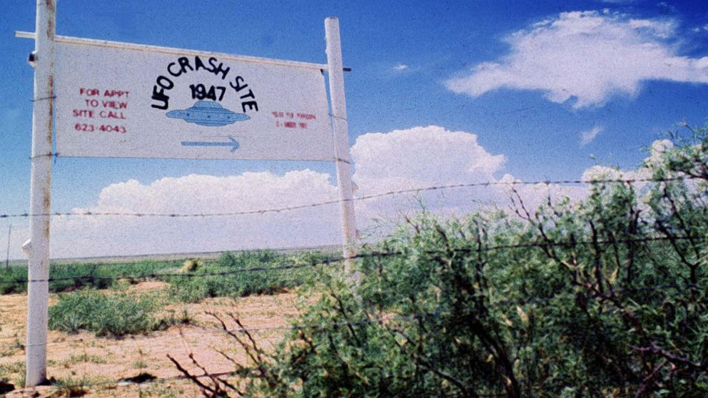 A sign off route U.S. 285, north of Roswell, New Mexico, points west to the alleged 1947 crash site of a flying saucer on the Corn Ranch, June 20 1997.