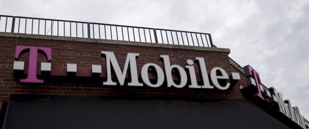 PHOTO: A T-Mobile store is pictured in the Brooklyn borough of New York, June 4, 2015.