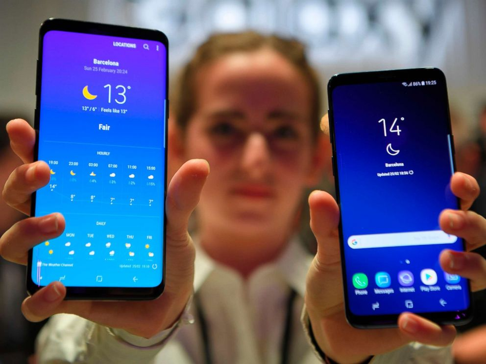 PHOTO: A hostess holds two new Samsung Galaxy S9 mobile phones during the Samsung Galaxy S9 Unpacked event on Feb. 25, 2018 in Barcelona.