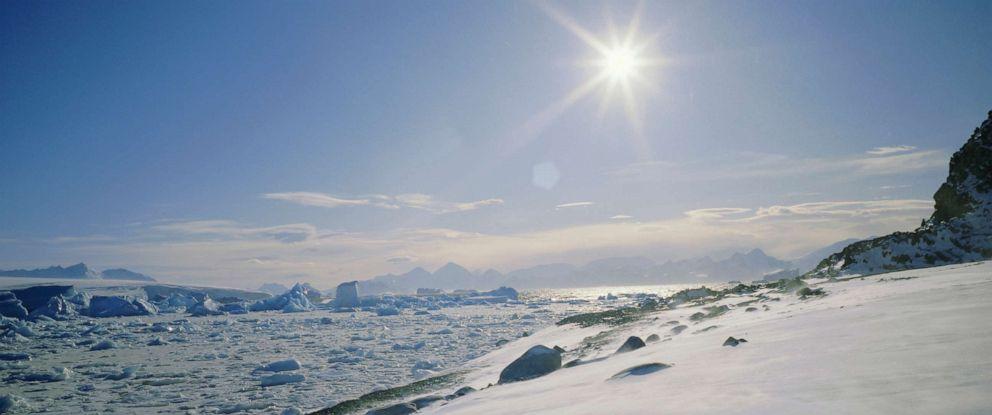 PHOTO: Ground drift along Antarctic Peninsula, Antarctica.
