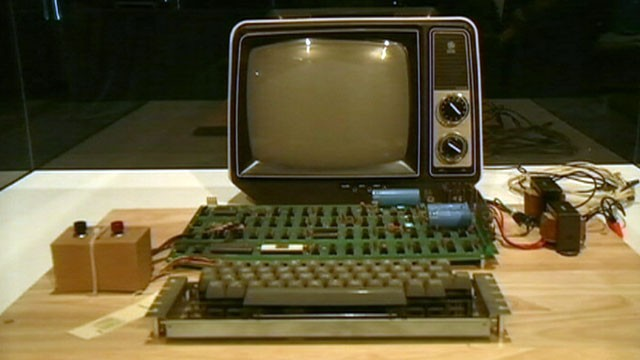 Historic Apple 1 Computer May Fetch $500k at Auction