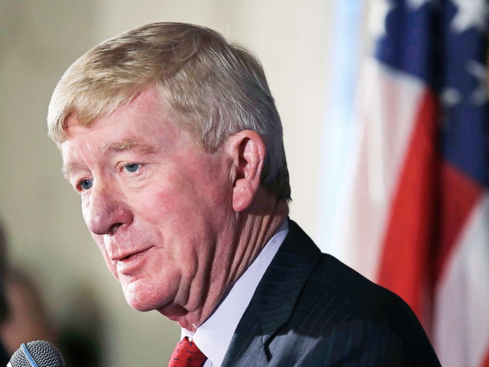 PHOTO: Former Massachusetts Gov. William Weld addresses a gathering in Bedford, N.H., Feb. 15, 2019.