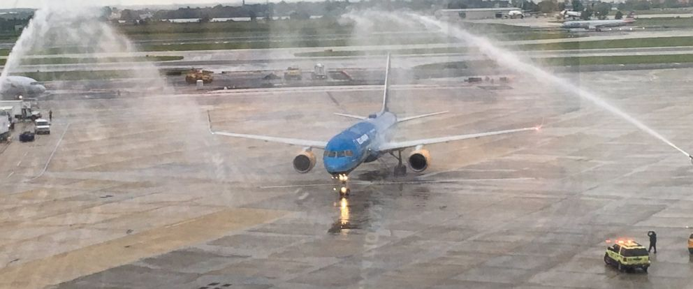 PHOTO: A water cannon salute welcomes the arrival of Icelandairs new Vatnajokull in Philadelphia, Pensylvania.
