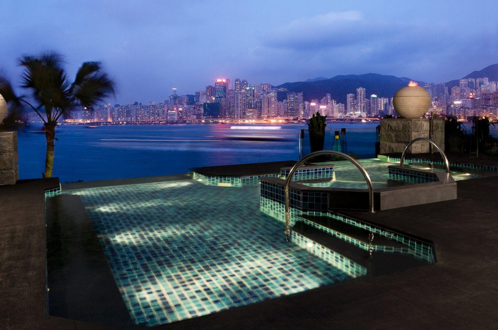 Бассейн Intercontinental Hotel в Гонконге.