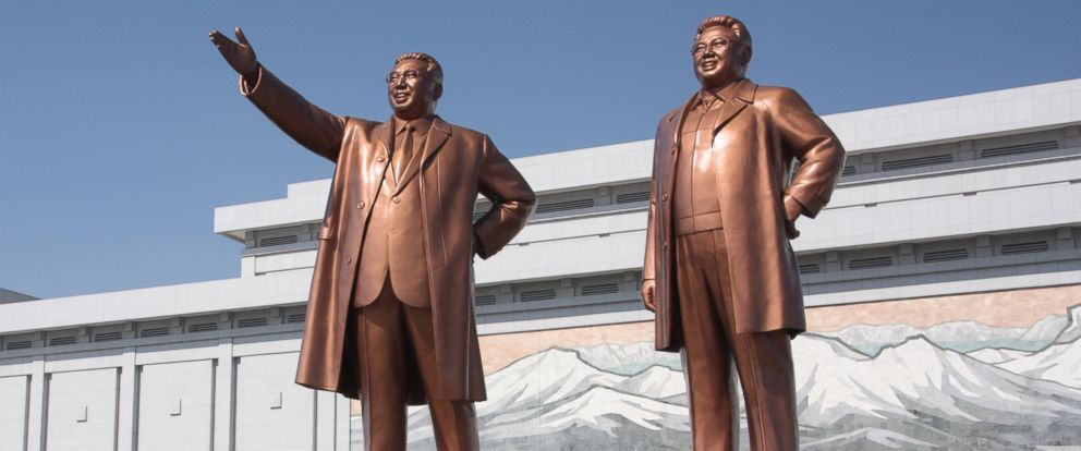 PHOTO: The statues of Kim Il Sung, left, and Kim Jong Il on Mansu Hill in Pyongyang, April 17, 2012.