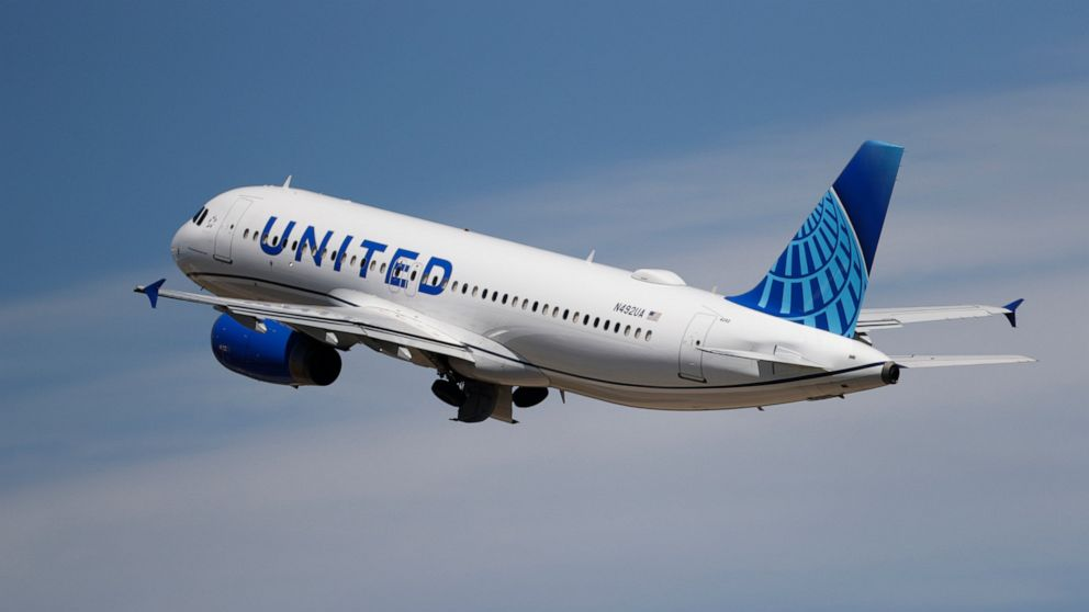 United Airlines stock plunges after another big loss