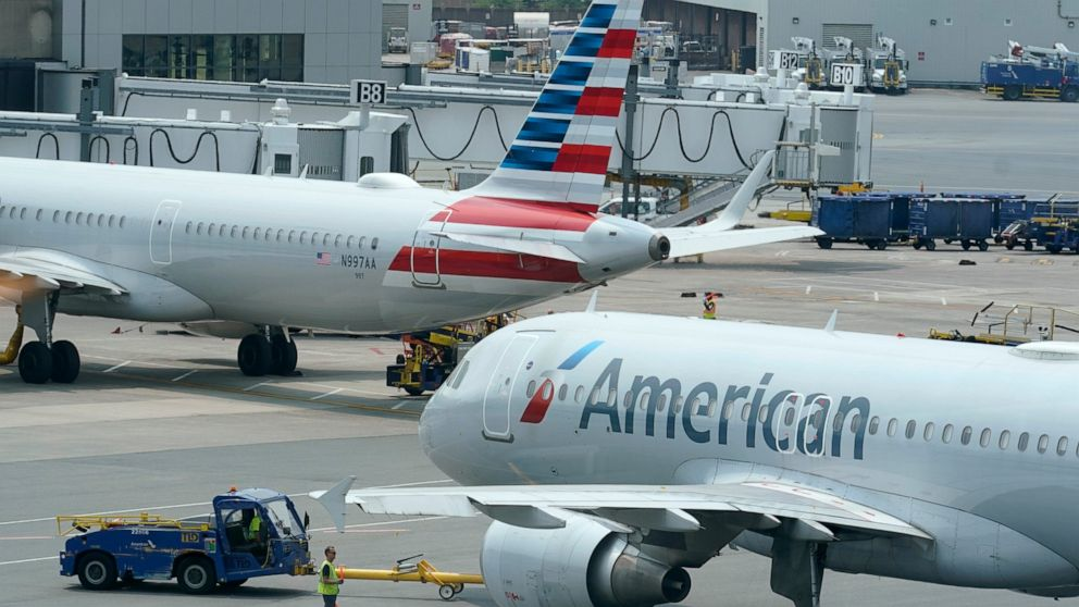 American Airlines expects to post 3Q profit on federal aid