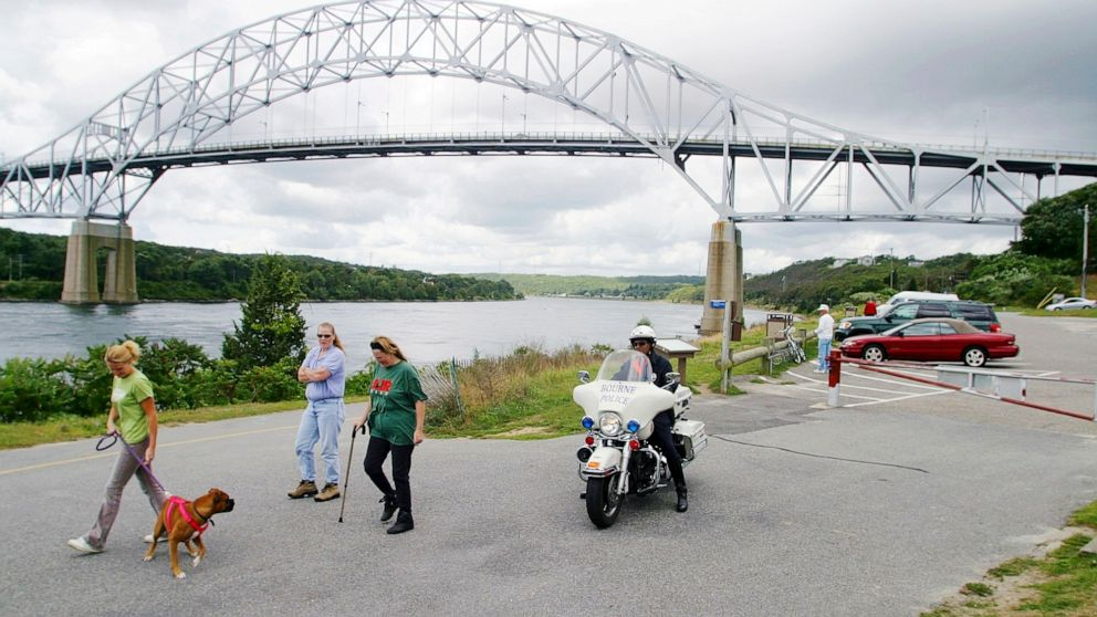 Army Corps recommends replacing Cape Cod Canal bridges