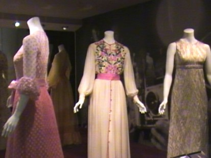 VIDEO: London museum puts Grace Kellys fashionable wardrobe on display.
