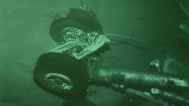 VIDEO: Divers recover parts from 2009 flight wreckage in Atlantic Ocean.