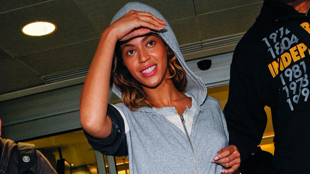 PHOTO: Beyonce Knowles leaves John F. Kennedy International Airport on June 10, 2009 in New York City.